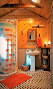 bonne terre studio bathroom